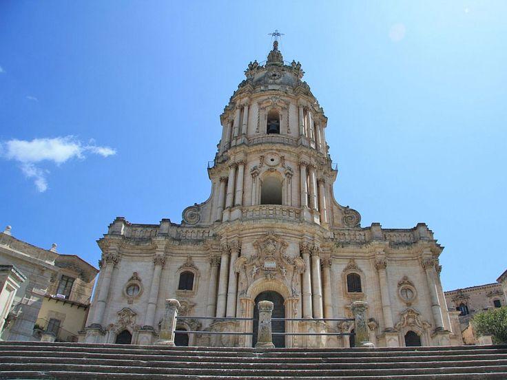Кафедральный собор святого Георгия (Duomo di San Giorgio) Особый вклад в создание нынешнего облика города внес архитектор Розарио Гальярди. Одним из его величайших творений является Кафедральный собор Модики.