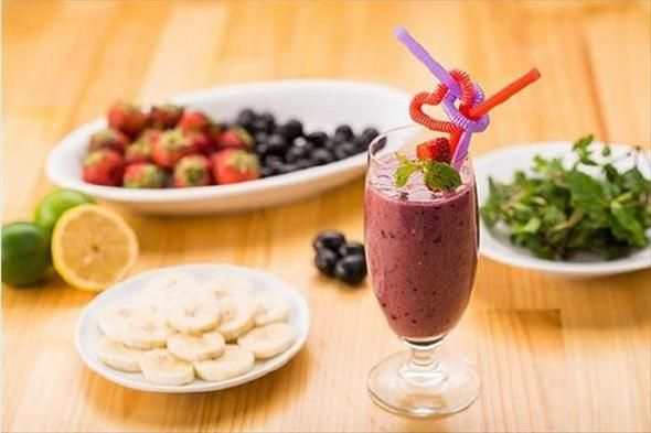 Recette antioxydante de smoothie banane-fruits rouges