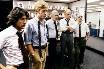 Dustin Hoffman and Robert Reford, Jason robards, Jack Warden and Martin Balsam in All the President's Men directed by Alan J. Pakula, 1976