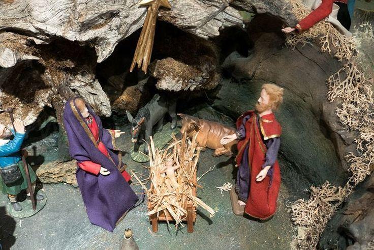 Natuurlijk waren Jozef en Maria er ook. Met hun Kindje. Jezus. Kerststal 17e eeuw figuren van was. #kamperen #vivakamperen #kampeerplatform #camping #caravan #camper of #tenten #visitaustria #oostenrijk #feelaustria #mauterndorf #kampeerblogger #wintercamping #instalike #austria #willemlaros #tw #fb