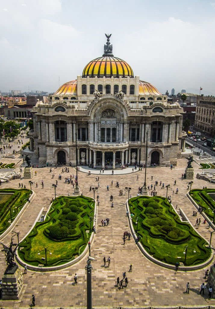 One of the most beautiful places to visit in Mexico City- Palace of Fine Arts (Palacio de Bellas Artes).