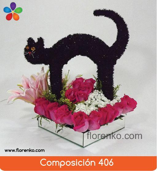 Simpático gato negro decorado con rosas, acapulcos y finos follajes en base de espejo, especial de Halloween. Realizado con 25 rosas de invernadero, botones de acapulcos y flor Sir Williams.   Base de espejo 30cm x 30cm, gato grande de 30cm altura aproximadamente.