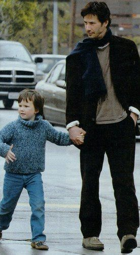 WHY DO WE LOVE KEANU? Because he's a hand-holder and loves kids. (chicfoo) keanu