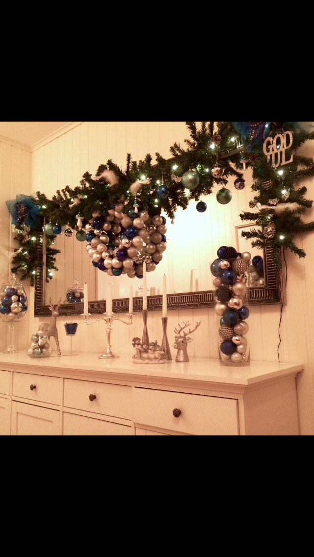 My entry sideboard christmas decoration. There's no such thing as too much christmas ❤️