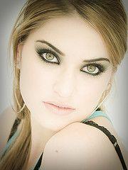 Google Image Result for http://www.glamarific.com/wp-content/uploads/2010/12/makeup-tips-for-green-eyes_3793715054_944c224a45_m.jpg