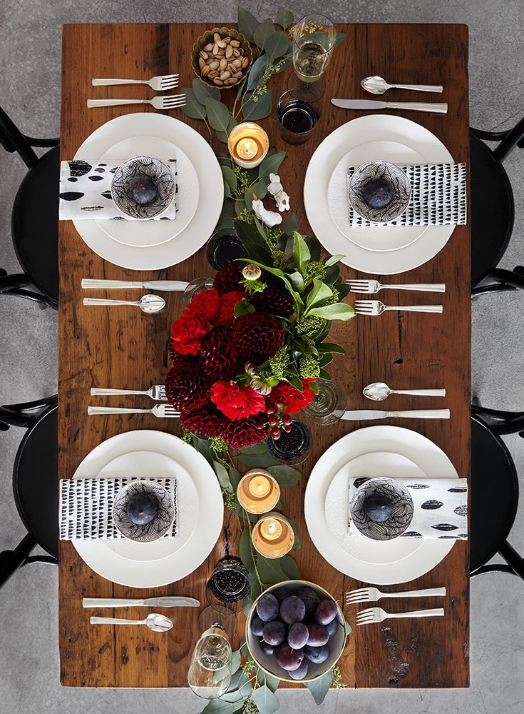 22 best images about holiday table setting ideas on for Christmas place setting gift ideas