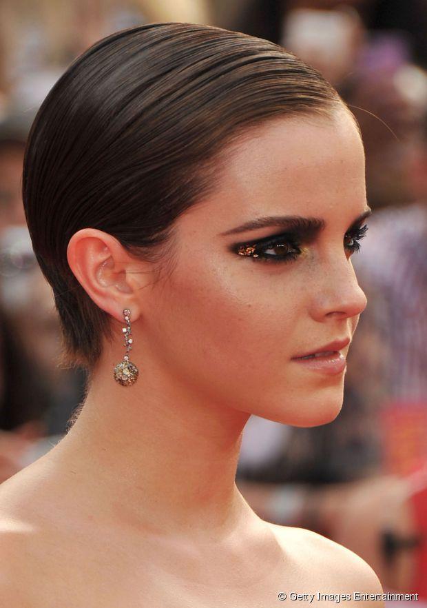 Emma Watson escolheu uma versão polida e sem volume para uma pré-estreia de cinema em 2011. Com os fios discretos, a atriz aproveitou para fazer uma maquigem bem ousada.