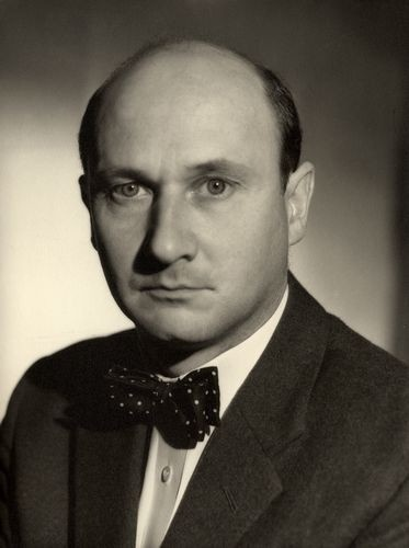 Donald Henry Pleasance, Worksop Nottinghamshire England, (1919-1995), heart failure. Actor. He was a POW at Stalag Luft 1 during WWII.