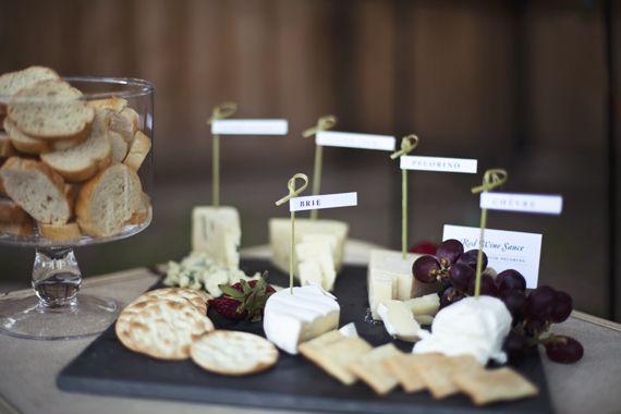 Etiquetas preciosas para una tabla de quesos / Lovely labels for a cheese board
