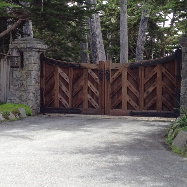 95 best images about gates on pinterest wooden gates for Wooden driveway gates designs