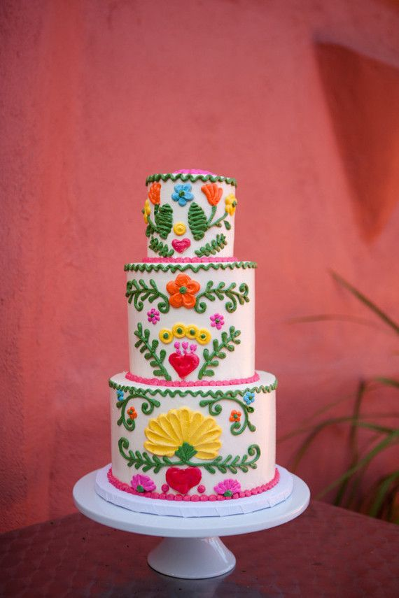 Happy Friday, mamas! We could all use a little fiesta in our lives this weekend, dontcha think? This sweet feminine take on one of our favorite party themes comes to us from Stefanie of Matura Event S