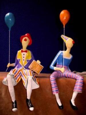 palhaço com maleta e balão escultura de papel maché ( brasil ) jornal,fita crepe,cola  goma papietagem,escultura em papel