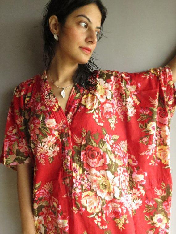 Rouge Floral - soins infirmiers caftan - parfait comme vêtements de détente, comme des maillots de bain, cadeau pour les mamans et mamans, et plus