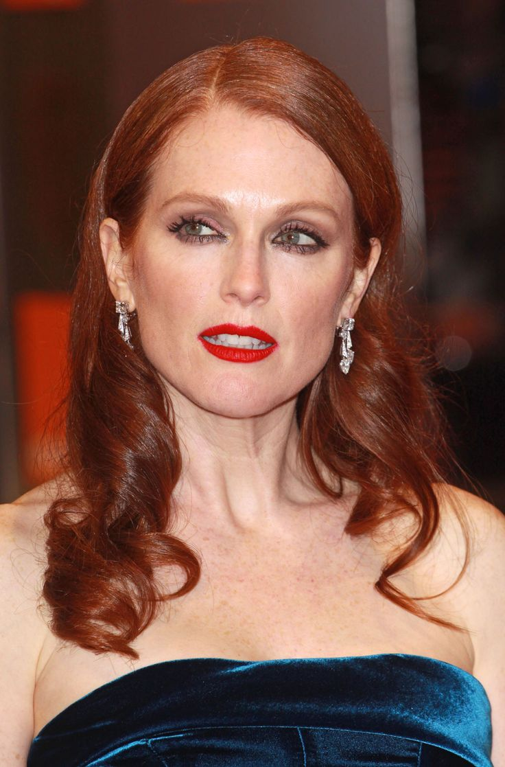 Julianne+Moore+Young | Julianne Moore photos are from the BAFTAs on 2/13/11 and credit: WENN ...