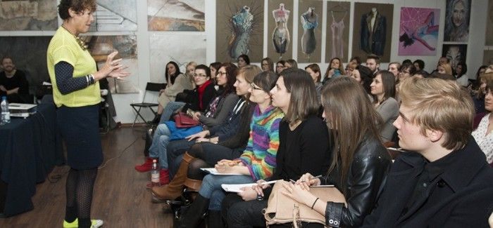 Workshops with Carol Morgan in #cracowschoolofartanadfashiondesign #cracow  #workshops #carolmorgan