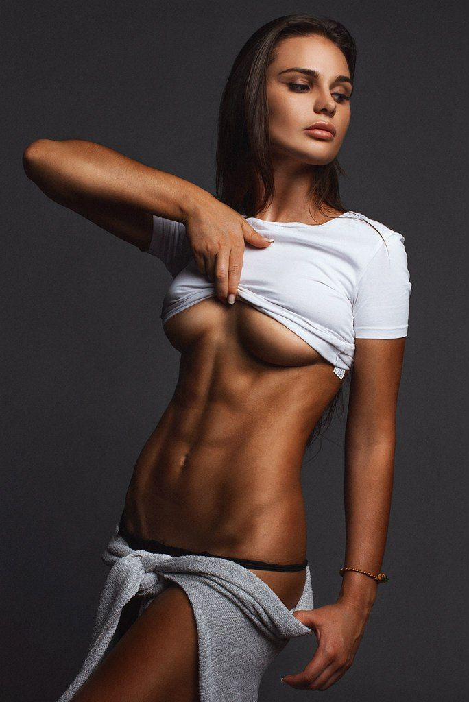 girls-with-hot-abs