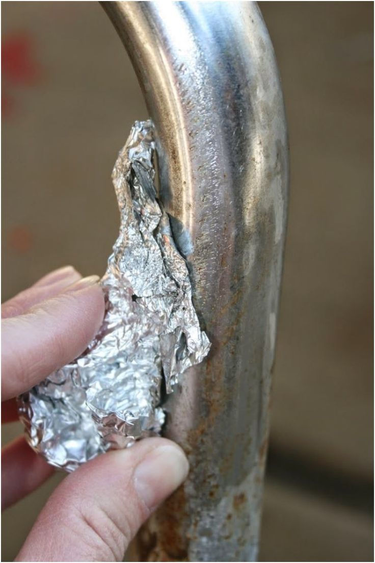 Remove rust from metal with aluminum foil and water