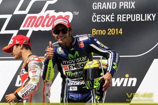"""Ο Valentino Rossi VR46 Official τερμάτισε τρίτος στην Τσεχία στον αγώνα #Brno 2104, φορώντας το γυαλί ηλίου #Oakley Garage Rock 9175 9175-29 VR46 signature series. Δες το στο #OptoFashion και κάντο δικό σου εύκολα και γρήγορα. Σίγουρα θα έχεις μια """"ελαφριά"""" και γρήγορη οδήγηση. http://optofashion.gr/27-γυαλιά-ηλίου-Oakley/1096-Γυαλιά-Ηλίου-Oakley-Garage-Rock-9175-9175-29-VR46-signature-series"""