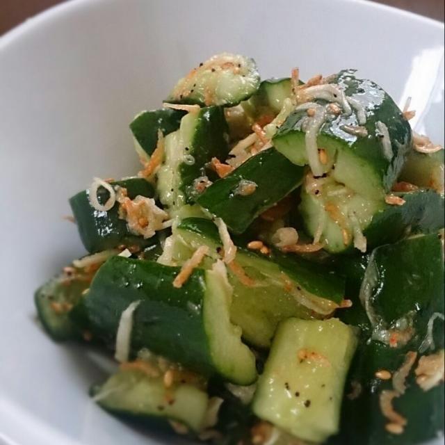 箸休めにどーぞ♥ いくらでもポリポリいけちゃいます。 - 31件のもぐもぐ - パパっときゅうりのお新香風サラダ by kiabuu