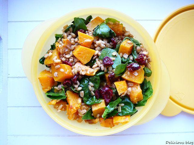 Delicious blog: Krabičkování... Kroupový salát s dýní, špenátem a brusinkami