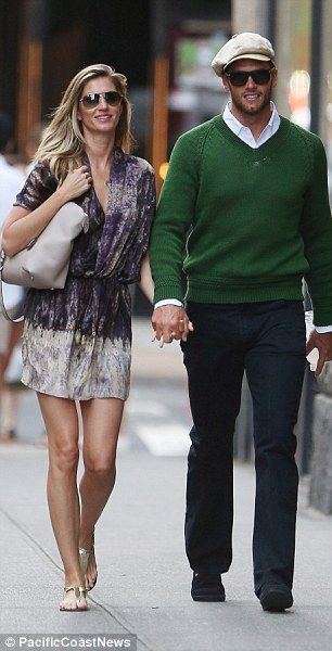Gisele Bundchen and Tom Brady enjoy an intimate date in New York #dailymail