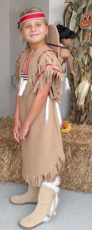 Indio nativo americano chica finge vestir divertido disfraz para los niños