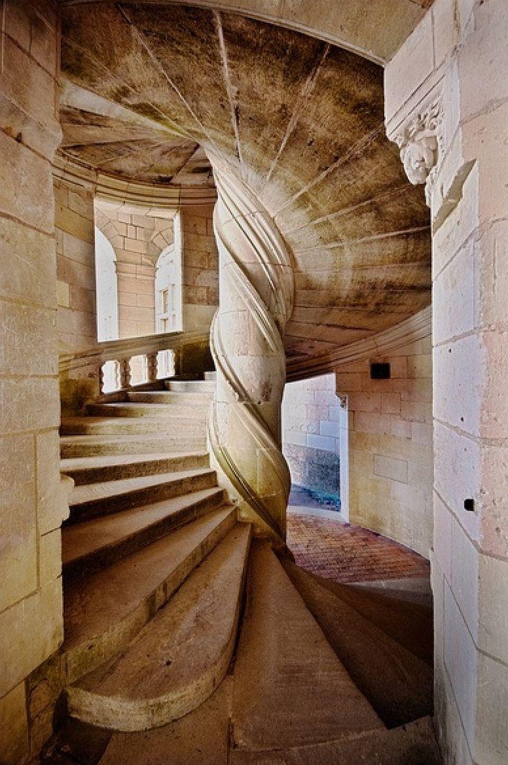 Repara na estrutura, toda feita em blocos de pedra esculpidos! Impressionante a precisão e a tecnologia!  Chambord, França / https://www.flickr.com/photos/focusje/5023158878/