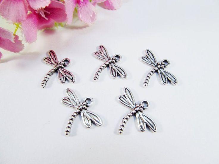 30 Libelle Anhänger / Charm, Farbe silber antik von Schmuckes von der Perlenbraut auf DaWanda.com