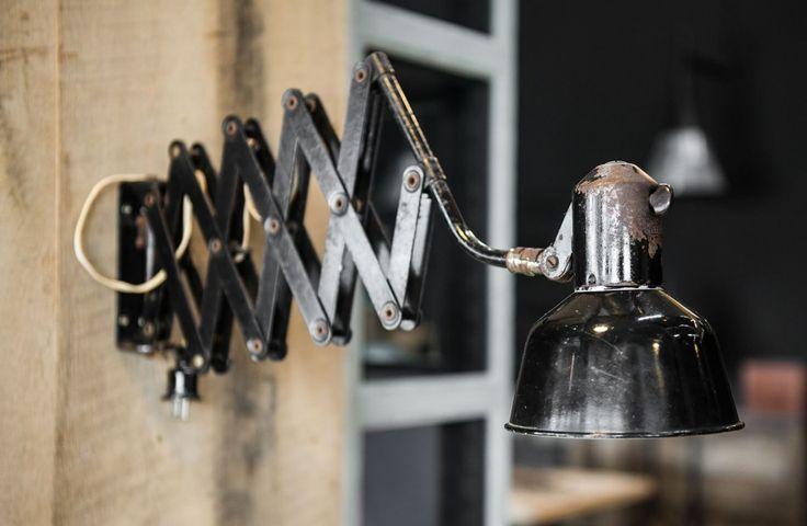 Authentieke industriële lamp - Uitschuifbare basis - Old industrial desk lamp with flexible base - #woontheater