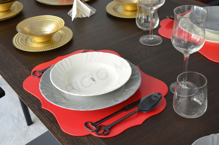 Lunch time with Bitossi: Romantic deep plate, dinner plate and Stiff placemats.
