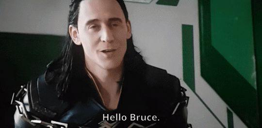 Er ist so nett ihn vernünftig zu begrüßen.