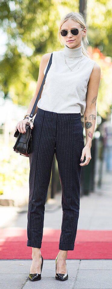 Pinstripe pants, white top, black bag, black pumps ☑️