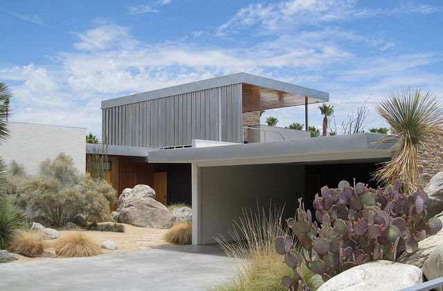 Richard Neutra. 1946. Palm Springs, nice landscape, perfect to avoid mowing the lawn once a week!