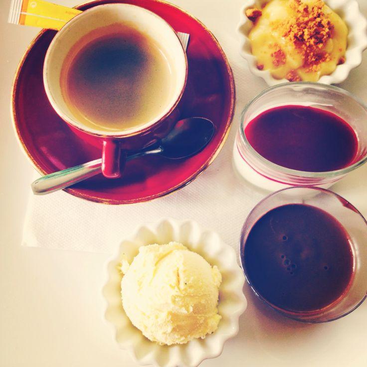 Café gourmand !  Glace vanille, pana cota fruits rouge, mousse au chocolat, crème brûlée