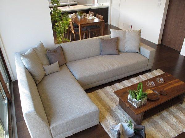 広いリビングダイニング、3m近いの大きなソファとテレビボードを提案したコーディネート空間をご紹介