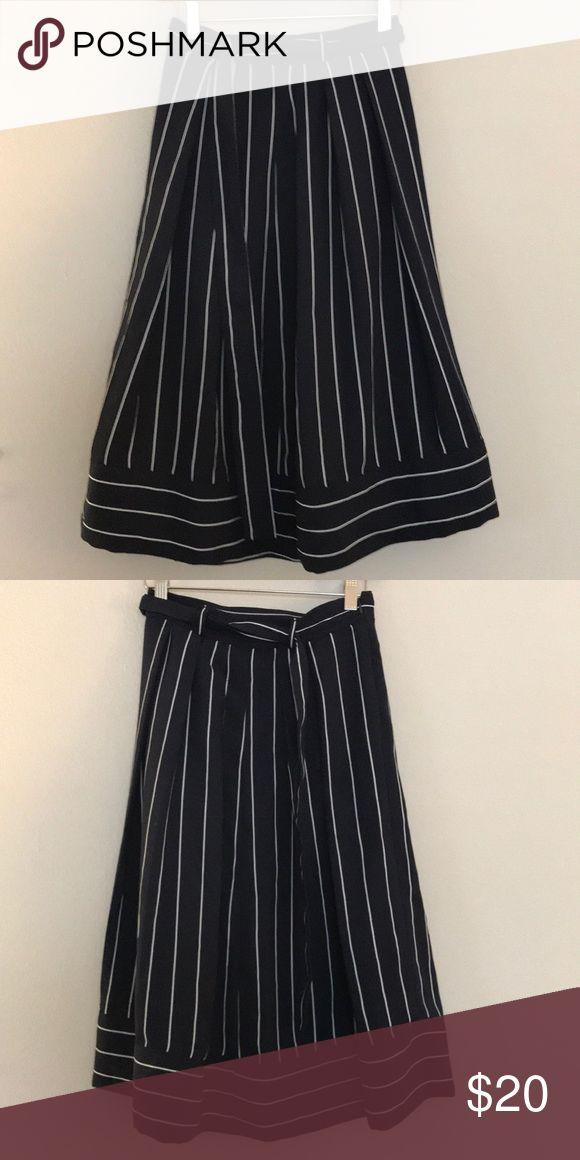 Navy striped skirt with pockets Mid length tea skirt with belt and pockets. Banana Republic Skirts Midi
