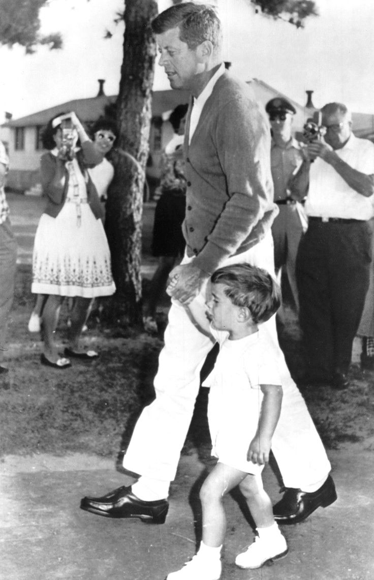 This blog is to share and enjoy pictures, stories, videos... of the Kennedy's with other Kennedy...