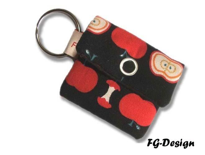 Schlüsselanhänger als Minitasche für Kleinigkeiten wie Kleingeld, Kopfhörer, Einkaufswagenchip...was man halt dabei haben möchte ☺    Aus meiner Serie