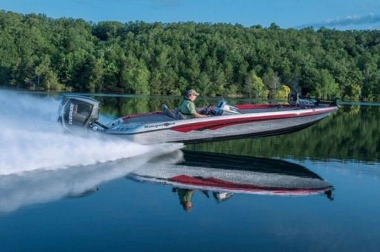 Ranger Boats Z520C: Powered with an Evinrude E-TEC G2 250 H.O., the Ranger Z520C had a hole-shot time of 3.8 seconds and a WOT of 71.7 mph. Note the minimal wetted surface as this pro-grade tournament rig rides on the pad at full throttle.