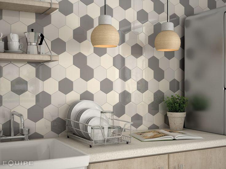 Płytki ceramiczne w kuchni, płytki heksagonalne, ciekawe materiały na ściany, ściana w kuchnia. Zobacz więcej na: https://www.homify.pl/katalogi-inspiracji/17051/niekonwencjonalne-materialy-do-dekoracji-scian