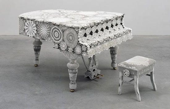 piano, lace decoration.