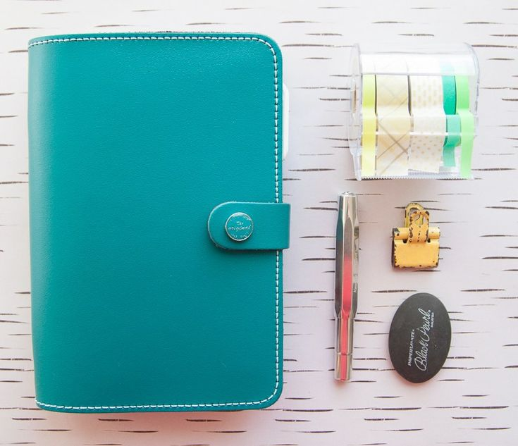 Now that I've settled on the Filofax Original personal-sized planner in dark aqua as my planner for the year, I was ready to add my inserts and customize it to be mine. I'm not inclined…