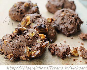 Biscotti morbidi al cacao e noci senza burro e uova