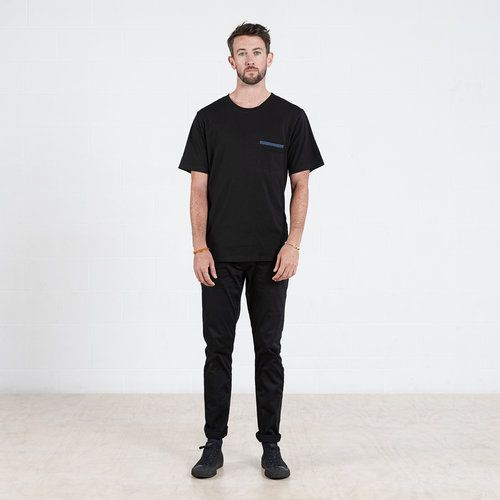 Contrast pocket t-shirt in Black #dorsu #autumncollection #newcollection #menswear #fashion #basics #fashionessentials #cotton #ethicalfashion #tee #ethical #fair #wellmade #quality #comfort #black #minimal #modern #longsleeve #tshirt #winter17 #winter #aperfectday #perfectday #t-shirt #tshirt #simple