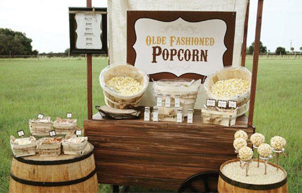 Maquina de palomitas de maiz. Una idea original y centro de atencion decorativo para tu boda. Foto: unabodaoriginal.es