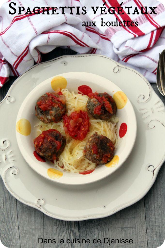Des boulettes végétales au sésame noir associés à de la courge spaghettis