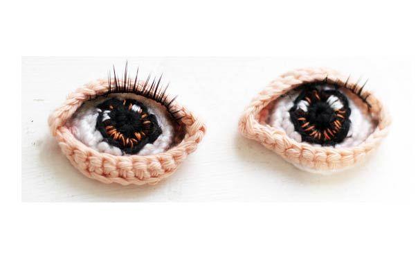 Вязаные крючком красивые глаза для куклы. Потребуется: крючок 2,5 и х/б нитки