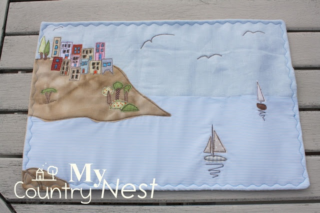 My country nest: Un paesino dalle case colorate: laptop cover