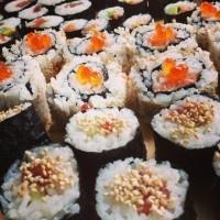 Sushi addict Linda ging sushi rollen