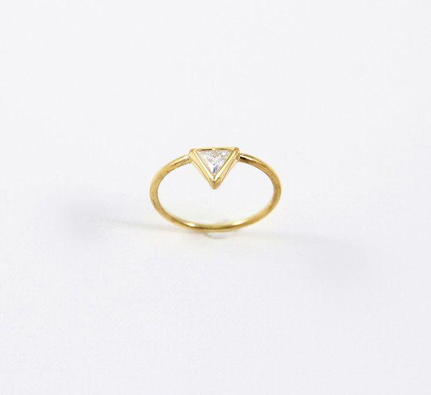 Diese einfache Ehering ist für diejenigen, die Einfachheit und Eleganz lieben.   ▲ Maße: ca. 1,2 mm breit ▲ Stone: 4x4x4 mm ▲ Größe Optionen: Alle Größen sind...